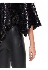 TOP SECRET - Cekinowa bluzka z rozkloszowanymi rękawami. Okazja: na imprezę. Kolor: czarny. Materiał: koronka. Sezon: lato, wiosna