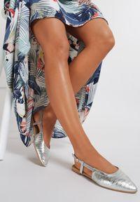 Renee - Srebrne Sandały Sandstone. Nosek buta: szpiczasty. Zapięcie: sprzączka. Kolor: srebrny. Materiał: lakier. Obcas: na obcasie. Wysokość obcasa: niski