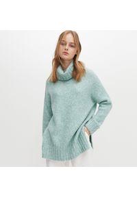 Turkusowy sweter Reserved z golfem