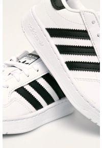 Białe buty sportowe adidas Originals z nadrukiem, na sznurówki