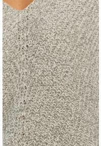 Jacqueline de Yong - Sweter 15208245. Okazja: na co dzień. Kolor: szary. Długość rękawa: długi rękaw. Długość: długie. Wzór: ze splotem. Styl: casual