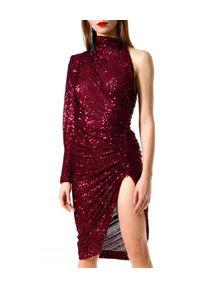 AGGI - Cekinowa asymetryczna sukienka z rozporkiem. Okazja: na wesele, na ślub cywilny, na karnawał. Kolor: czerwony. Materiał: szyfon, materiał. Długość rękawa: długi rękaw. Typ sukienki: asymetryczne. Długość: midi