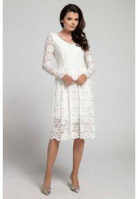 Nommo - Ecru Wizytowa Rozkloszowana Sukienka z Koronki. Materiał: koronka. Wzór: koronka. Styl: wizytowy
