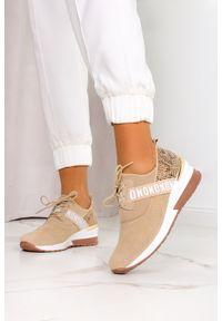 Filippo - Beżowe sneakersy filippo skórzane buty sportowe sznurowane wzór wężowy dp1388/21be. Kolor: beżowy. Materiał: skóra