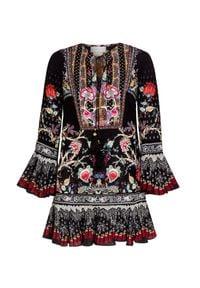 Camilla - Sukienka CAMILLA. Materiał: jedwab. Wzór: kolorowy, haft, nadruk. Długość: mini