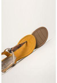 Pomarańczowe sandały Marco Tozzi na klamry, bez obcasa