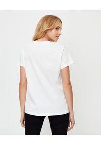 Pinko - PINKO - Biały t-shirt z nadrukiem Demetrio. Okazja: na co dzień. Kolor: biały. Materiał: bawełna, jeans. Długość rękawa: krótki rękaw. Wzór: nadruk. Styl: klasyczny, casual