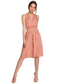 MOE - Rozkloszowana Sukienka w Grochy bez Rękawów - Łososiowa. Kolor: różowy. Materiał: wiskoza. Długość rękawa: bez rękawów. Wzór: grochy