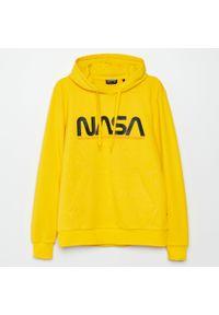 Cropp - Bluza z kapturem NASA - Żółty. Typ kołnierza: kaptur. Kolor: żółty