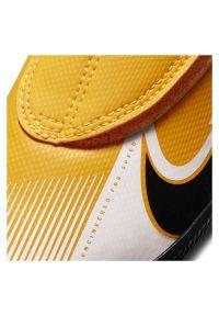 Buty halowe dla dzieci Nike Mercurial Vapor 13 Club PS IN AT8170. Zapięcie: rzepy. Materiał: syntetyk, skóra. Szerokość cholewki: normalna. Sport: piłka nożna