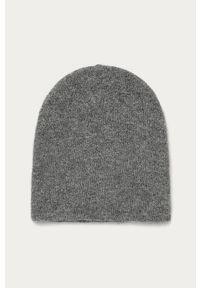 Szara czapka Pieces