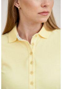 Marie Zélie - Sukienka Polo trapezowa jasnożółta krótki rękaw. Okazja: do pracy, na co dzień. Typ kołnierza: polo. Kolor: żółty. Materiał: bawełna, dzianina, materiał. Długość rękawa: krótki rękaw. Typ sukienki: trapezowe. Styl: wakacyjny, sportowy, klasyczny, casual