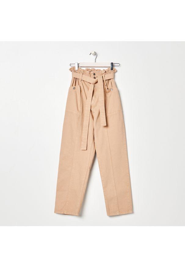 Beżowe jeansy Sinsay
