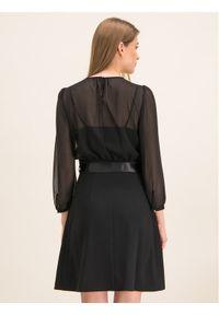 iBlues Sukienka koktajlowa 72261796 Czarny Regular Fit. Kolor: czarny. Styl: wizytowy