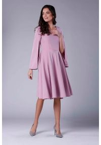 Różowa sukienka rozkloszowana Nommo midi