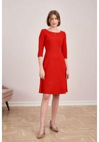 Marie Zélie - Sukienka Asteria krepa wiskozowa czerwona. Kolor: czerwony. Materiał: wiskoza. Wzór: gładki. Typ sukienki: trapezowe. Styl: klasyczny