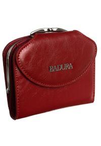 Portmonetka damska Badura B-55180P-BPR czerwona. Kolor: czerwony. Materiał: skóra. Wzór: gładki