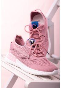 Różowe buty sportowe Casu