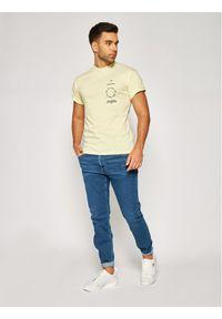 Vans T-Shirt Distortion Type VN0A49PV Żółty Regular Fit. Kolor: żółty