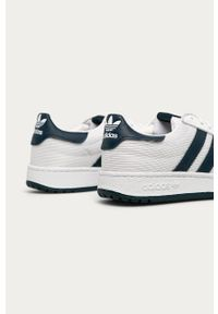 Białe sneakersy adidas Originals na sznurówki, z cholewką, z okrągłym noskiem