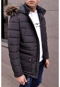Czarny płaszcz IVET na jesień