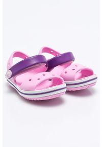 Różowe sandały Crocs na obcasie, na rzepy, na średnim obcasie