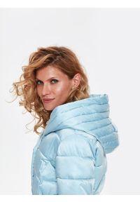 Niebieska kurtka TOP SECRET w kolorowe wzory, z kapturem