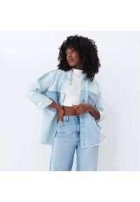 Mohito - Jeansowa koszula - Niebieski. Kolor: niebieski. Materiał: jeans