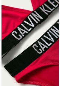 Różowy strój dwuczęściowy Calvin Klein z nadrukiem, z odpinanymi ramiączkami