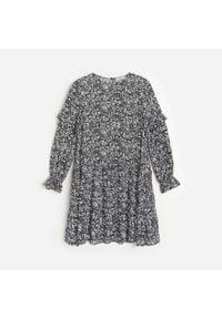 Reserved - Wiskozowa sukienka w kwiaty - Czarny. Kolor: czarny. Materiał: wiskoza. Wzór: kwiaty
