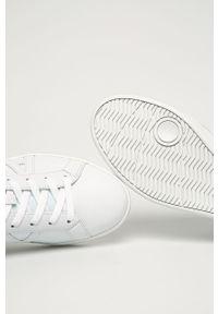 Białe sneakersy Armani Exchange z okrągłym noskiem, na sznurówki, z cholewką