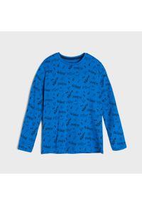 Sinsay - Koszulka z nadrukiem all over - Niebieski. Kolor: niebieski. Wzór: nadruk