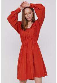 Scotch & Soda - Sukienka. Okazja: na co dzień. Kolor: pomarańczowy. Materiał: tkanina, wiskoza, materiał. Długość rękawa: długi rękaw. Wzór: gładki. Typ sukienki: proste. Styl: casual