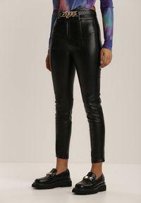 Renee - Czarne Spodnie Skinny Qyrona. Kolor: czarny