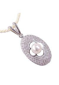 Braccatta - KRÓLOWA ŚNIEGU Srebrny naszyjnik z perłą i cyrkoniami. Materiał: srebrne. Kolor: srebrny. Wzór: motyw z bajki. Kamień szlachetny: cyrkonia, perła