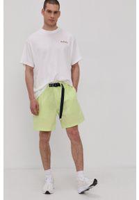 Levi's® - Levi's - T-shirt PRIDE. Okazja: na co dzień, na spotkanie biznesowe. Kolor: biały. Materiał: dzianina. Wzór: nadruk. Styl: biznesowy, casual