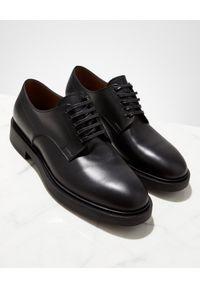 GIANVITO ROSSI - Czarne derby Tornero. Nosek buta: okrągły. Kolor: czarny. Styl: klasyczny, elegancki