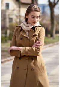 Marie Zélie - Trencz Adria bawełna z elastanem kamelowy. Materiał: bawełna, elastan. Sezon: lato. Styl: klasyczny #3