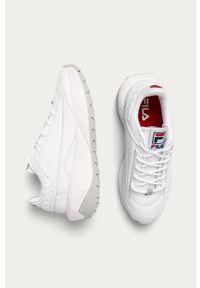 Białe sneakersy Fila na średnim obcasie, z okrągłym noskiem
