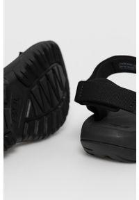 Czarne sandały Teva na niskim obcasie, na rzepy