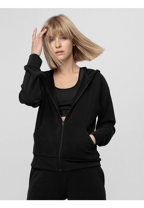 4f - Bluza treningowa damska z modalu. Typ kołnierza: kaptur. Kolor: czarny. Materiał: włókno, dzianina. Sport: fitness
