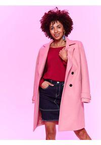 Różowy sweter TOP SECRET z dekoltem na plecach, w kolorowe wzory, z długim rękawem, długi