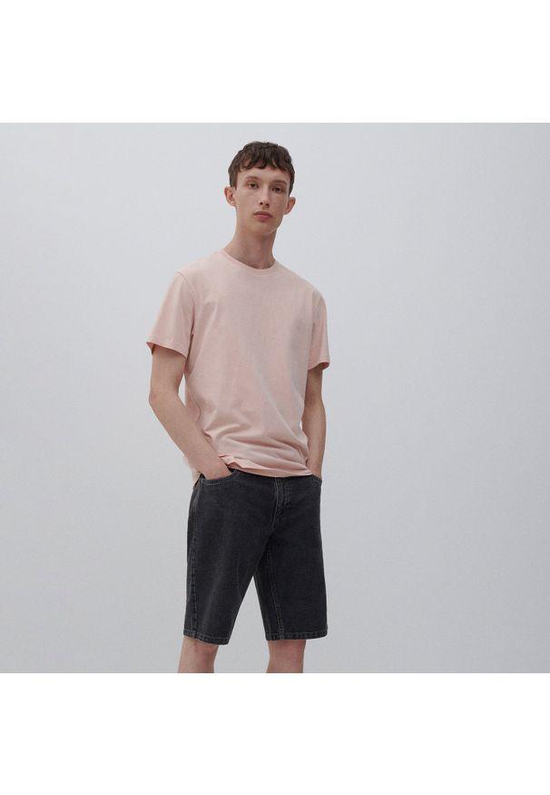 Reserved - Jeansowe szorty regular - Szary. Kolor: szary. Materiał: jeans