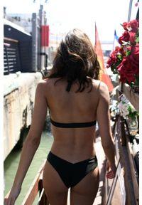 MUUV - Biustonosz kąpielowy Into The Wild. Kolor: czarny. Materiał: materiał, prążkowany