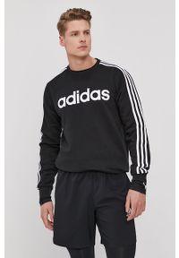 Czarna bluza nierozpinana Adidas z nadrukiem, bez kaptura, na co dzień, casualowa