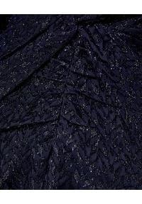 SELF PORTRAIT - Granatowa sukienka z metaliczną nicią. Kolor: niebieski. Typ sukienki: dopasowane, rozkloszowane. Styl: wizytowy. Długość: maxi