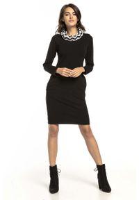 Czarna sukienka dzianinowa Tessita z kominem