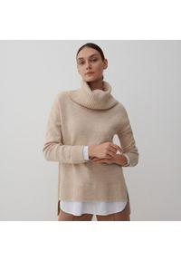 Reserved - Sweter z golfem - Beżowy. Typ kołnierza: golf. Kolor: beżowy
