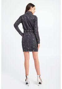 Patrizia Pepe - SUKIENKA PATRIZIA PEPE. Materiał: jeans. Długość rękawa: długi rękaw. Typ sukienki: koszulowe. Długość: mini