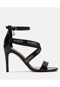 Czarne sandały Kazar na szpilce, z paskami, w paski